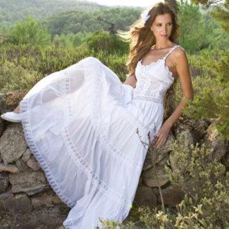 novia con vestido ligero para boda con calor