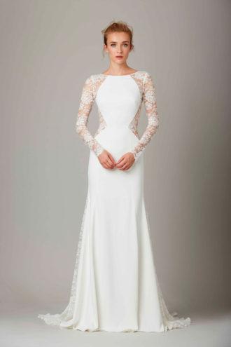 novia con vestido de manga larga con cut out de encaje