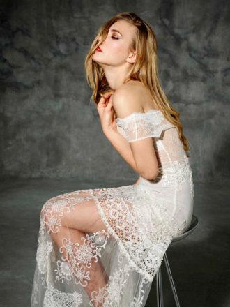 novia con vestido de hombros caídos de YolanCris
