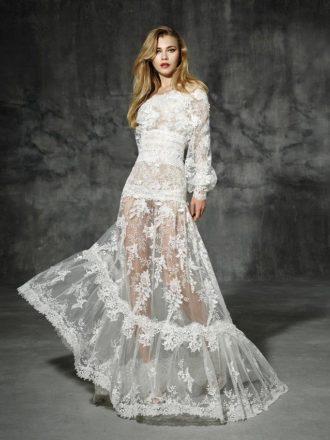 novia con vestido de hombros caídos y manga larga de YolanCris