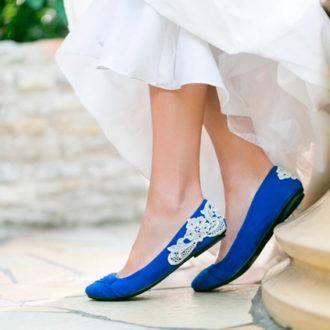 novia con bailarinas azules