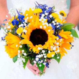 novia con ramo amarillo y lila