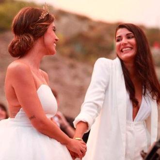 Dulceida y Alba sonriendo el día de su boda