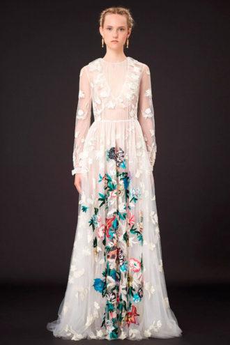novia con vestido estampado de Valentino