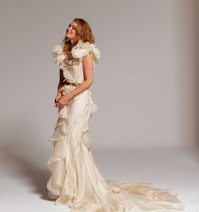 novia con vestido con volantes
