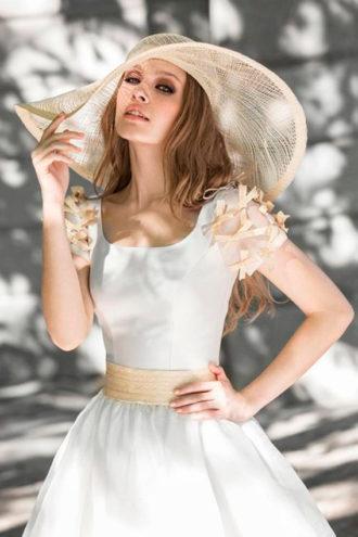 novia con pamela en color beige calada