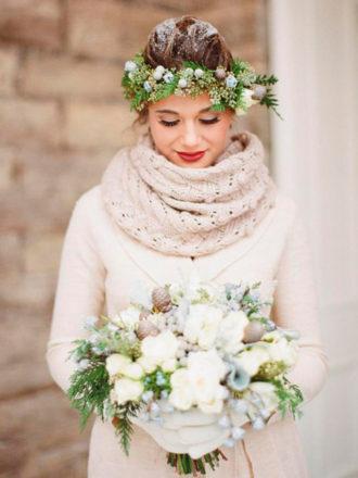 novia abrigada en boda de invierno