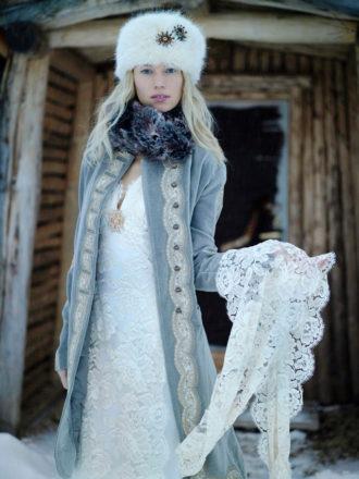 novia abrigada en invierno