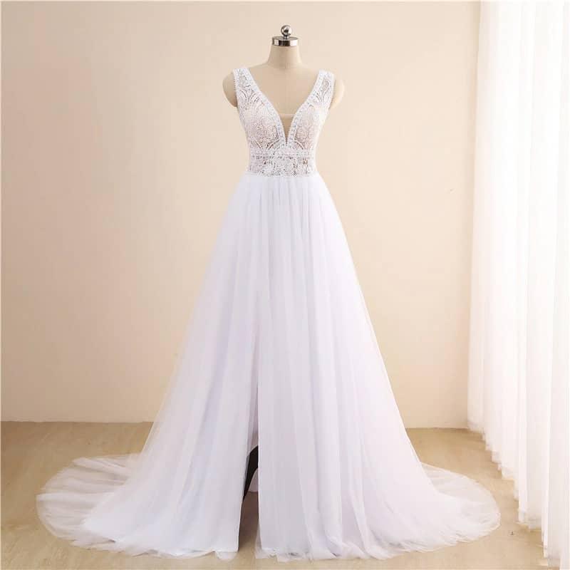 Vestido de novia de corte A con cuerpo de encaje y falda de tul