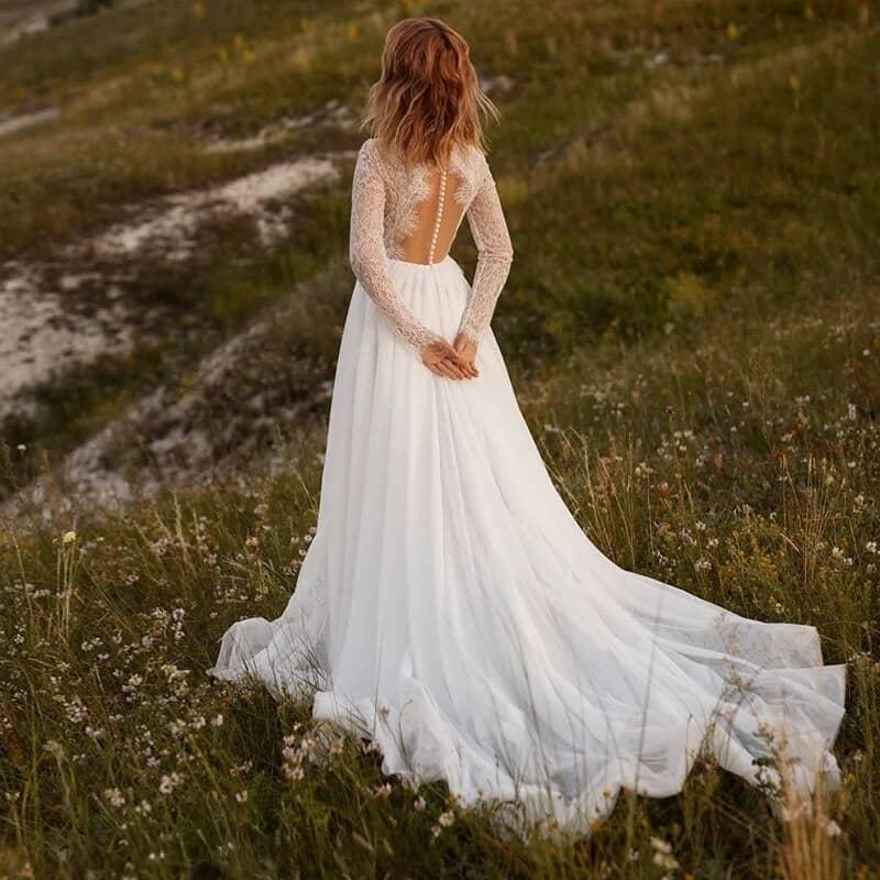 Vestido de novia de corte en A con cuello alto y manga larga
