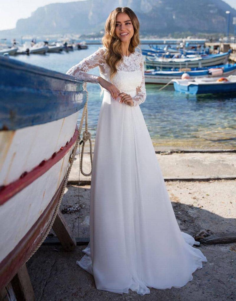 Vestido de novia de corte en A con mangas de encaje y cinturilla