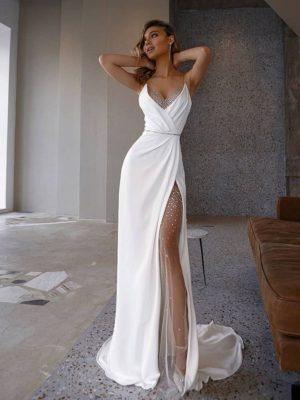 Vestido novia satén suave tirantes finos apertura lateral