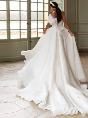 Vestido novia asimetrico corte princesa apertura frontal lazo trasero