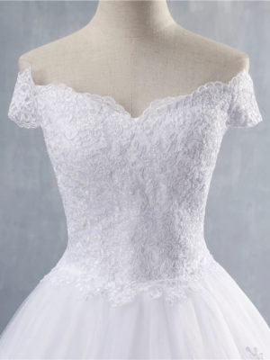 Vestido novia corte princesa escote hombros caídos manga corta
