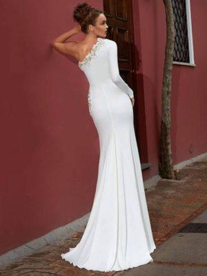 Vestido novia corte sirena escote asimétrico decoraciones