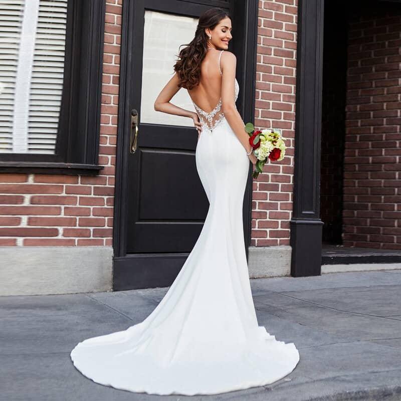 Vestido novia estilo lencero detalles encaje tirantes finos