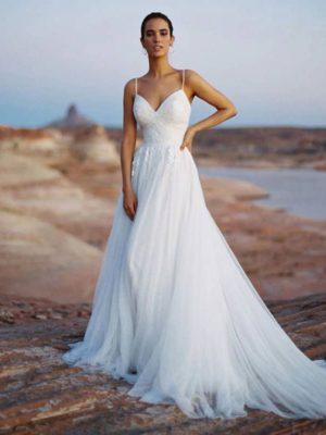 Vestido novia tirantes finos escote V cola corte