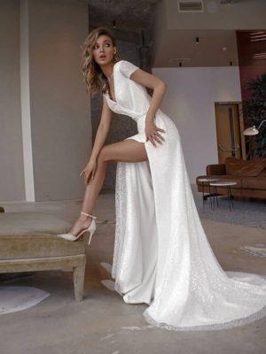 Vestido novia tubo escote V espalda descubierta apertura lateral