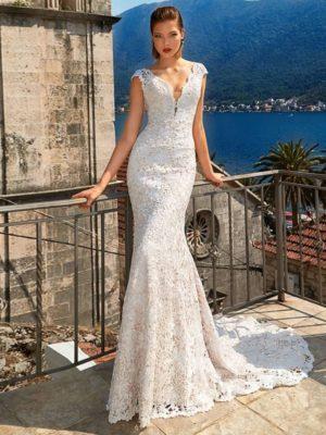 Vestido novia corte sirena encaje escote V cola barrida