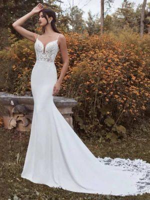 Vestido novia silueta sirena escote V detalles encaje